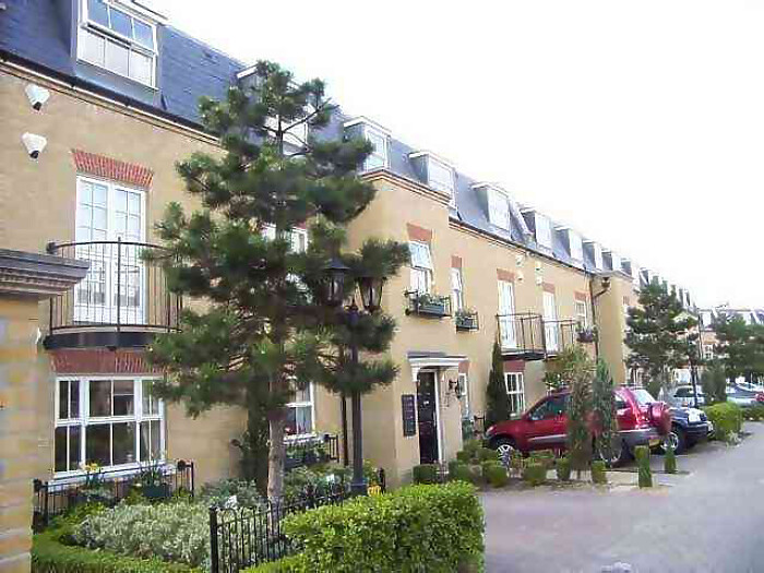 Serviced Lettings - Layton Apartments - 1