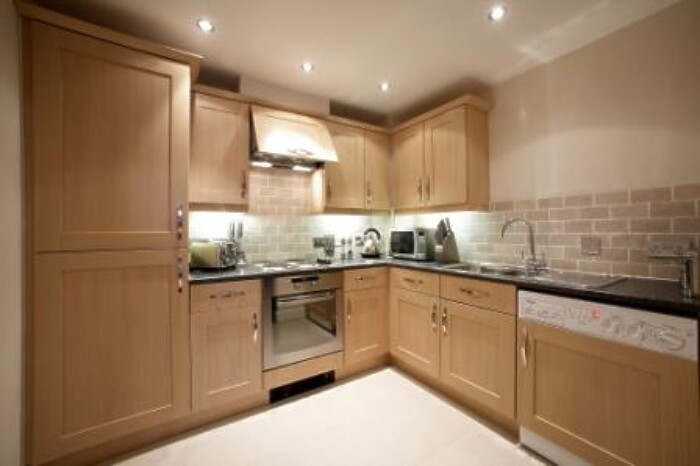 Serviced Lettings - Kelvin Gate Apartments - 2