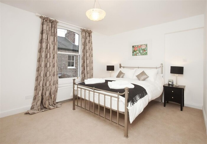 Serviced Lettings - York Central Townhouse - 3