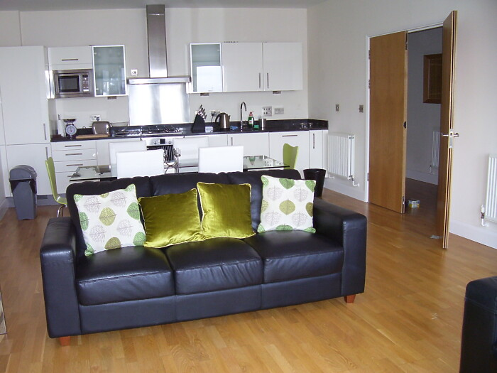 Serviced Lettings - Cardiff Bay Penthouse - 2