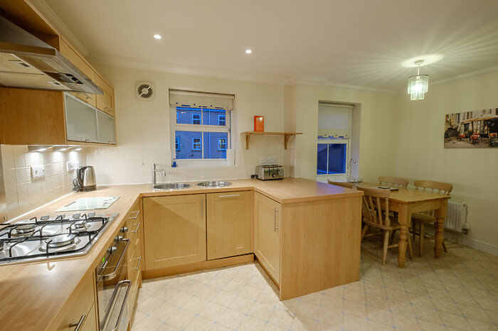 Serviced Lettings - City Centre Townhouse - 2