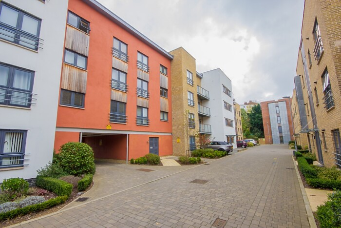 Serviced Lettings - The Rosary Apartment - 6