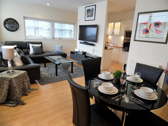 Serviced Lettings - Glasgow Harbour - 4