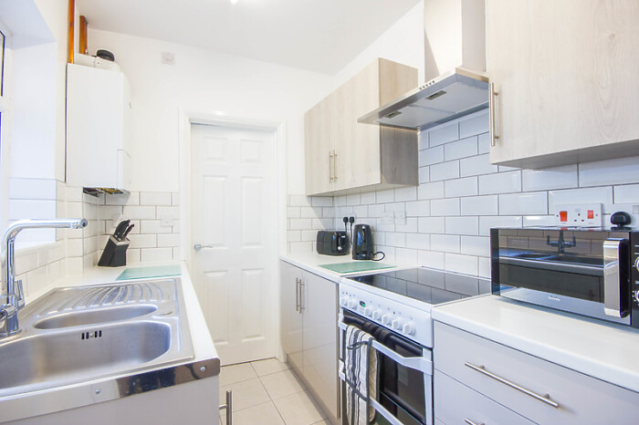 Serviced Lettings - Pulls Ferry House - 4