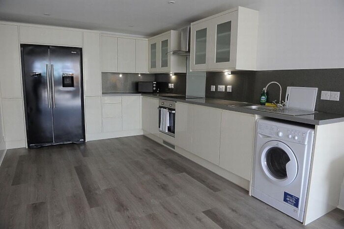Serviced Lettings - Victoria Dock Apartments - 5