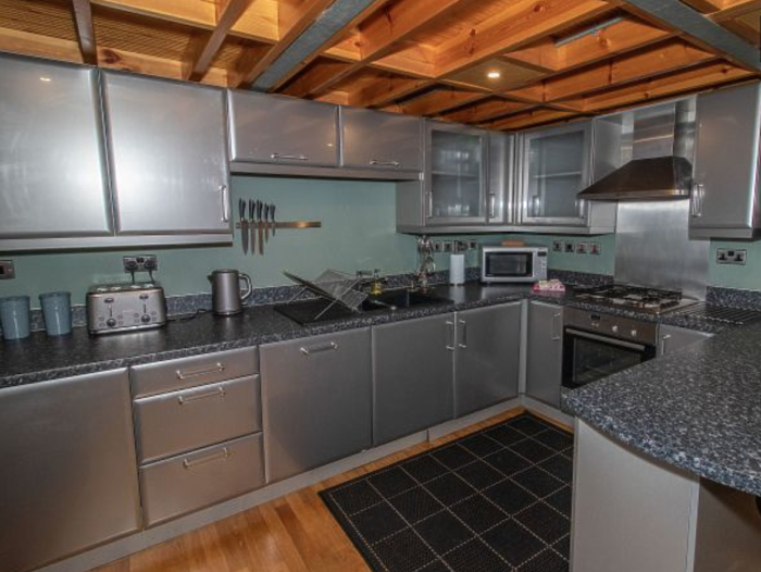 Serviced Lettings - College Penthouse - 6